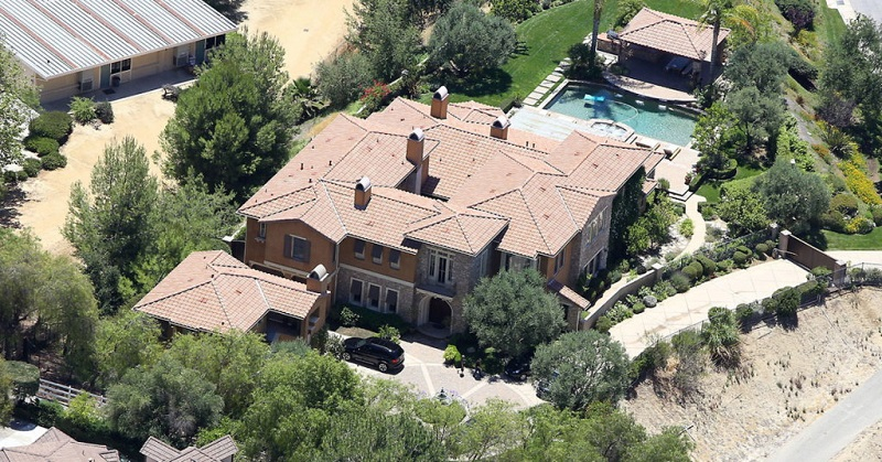 06-AD-Mansion-SelenaGomez